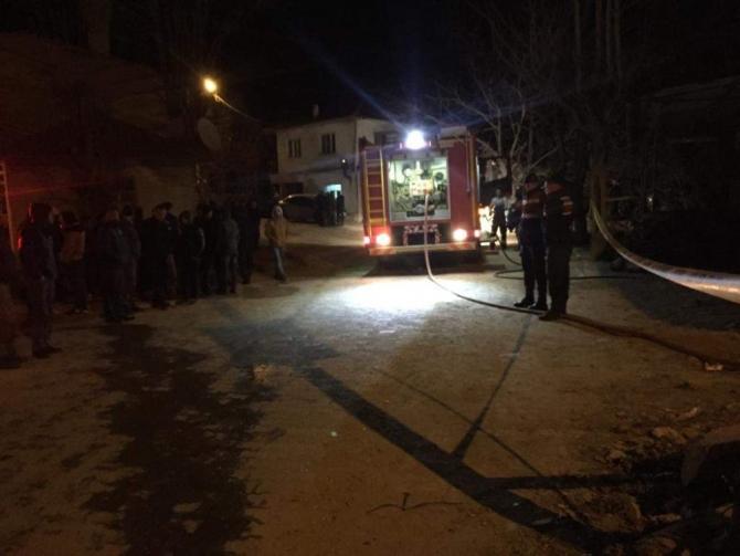 Nazilli'de çıkan yangında küle dönen evde bir kişi yanarak can verdi
