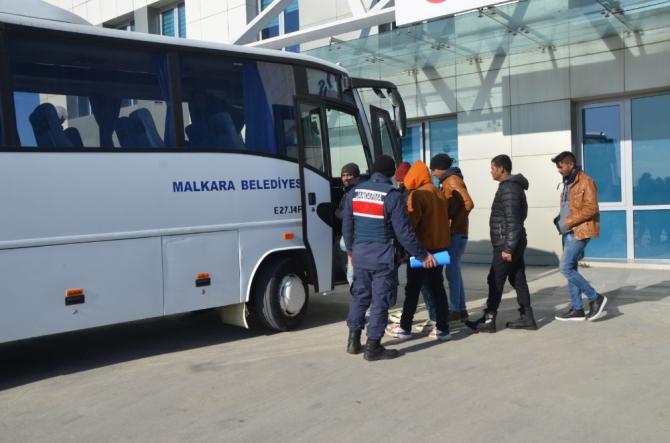 Yaya halinde 8 kaçak göçmen yakalandı