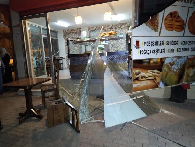 Küçükçemece'de iş yerinde tüp patladı: 1 yaralı