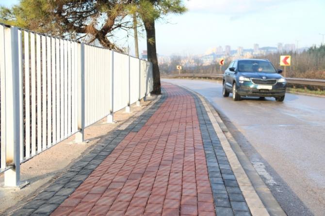 İzmit'de caddeler kaldırımlarla düzenleniyor