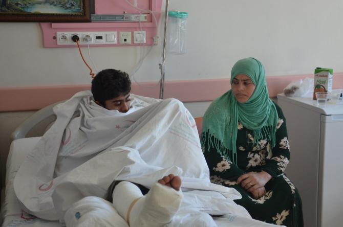 Deprem sırasında yaralananlar hastanede tedavi altında