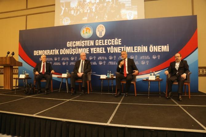 Mezitli'de yerel yönetimler ve demokratik dönüşüm masaya yatırıldı