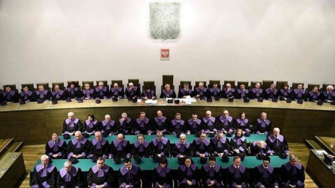 Polonya'da yargıda kaos patlak verdi