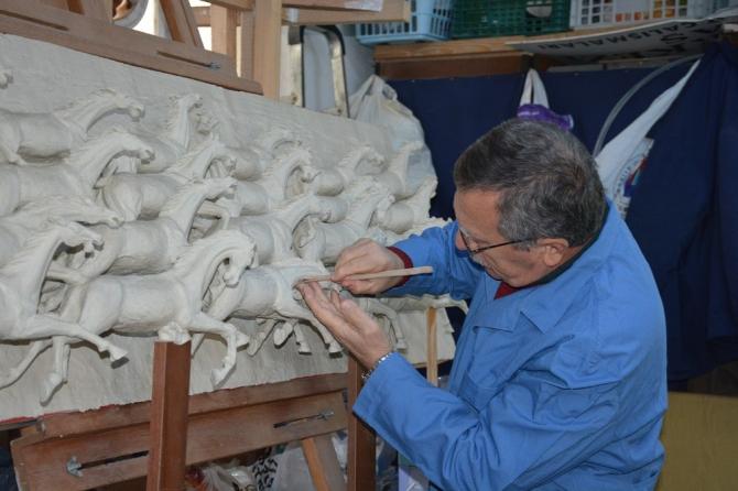54 yıldır eserlerini gelecek kuşaklara aktarmak için çalışıyor