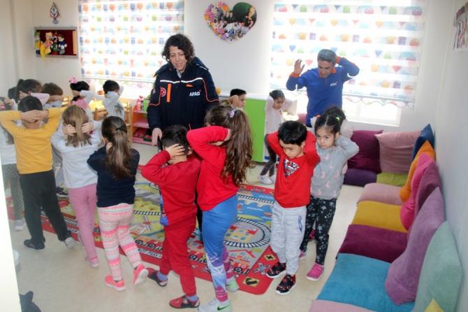AFAD'dan kreş çocuklarına çök, kapan, tutun eğitimi