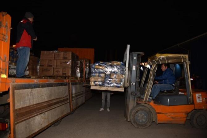 Samsun'dan depremzedelere 2 tır yardım gönderildi