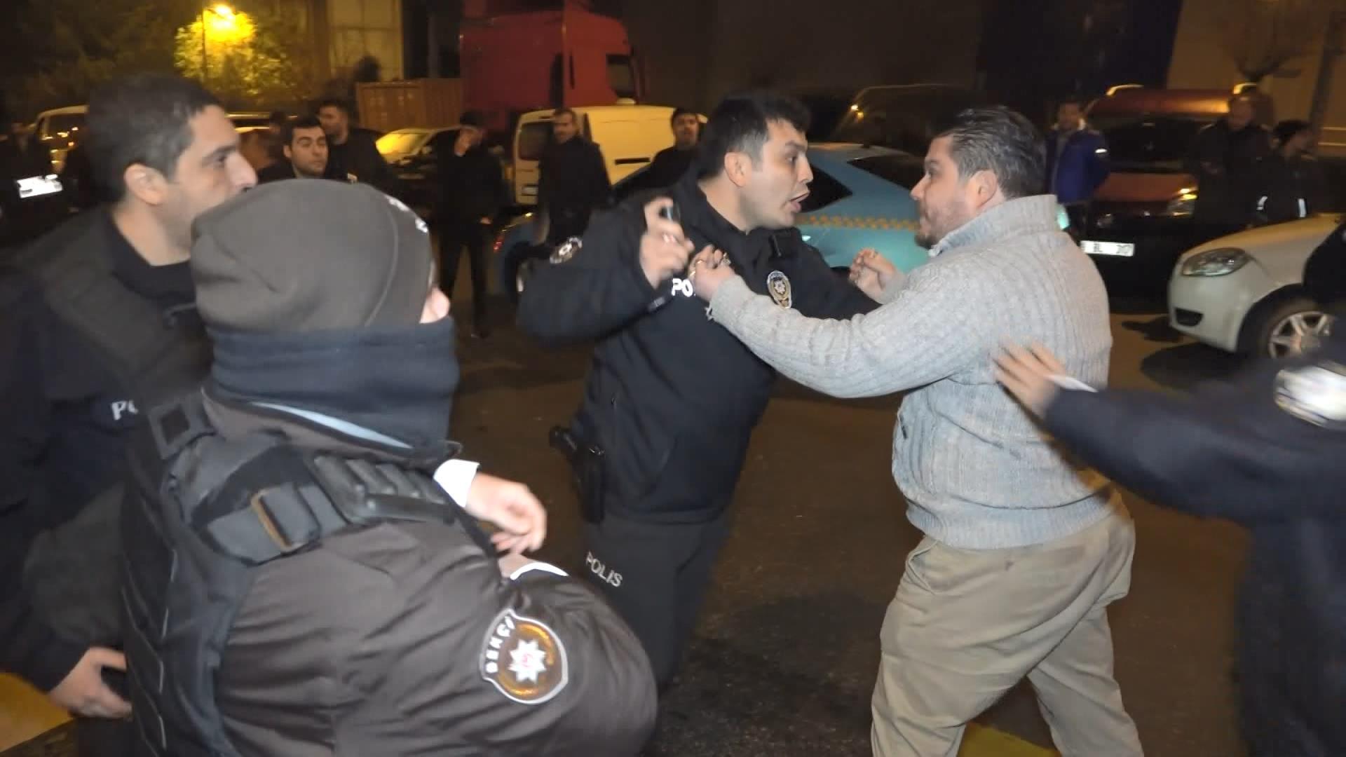 Taksiciler ve turizm şoförleri kavga etti: Polis havaya ateş açtı