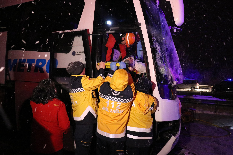 Bolu'da zincirleme trafik kazası: 1 ölü ,19 yaralı