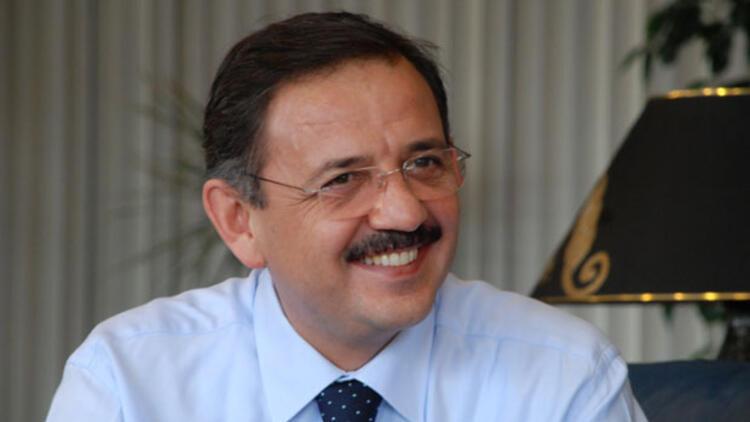 AK Partili Mehmet Özhaseki trafik kazasında yaralandı