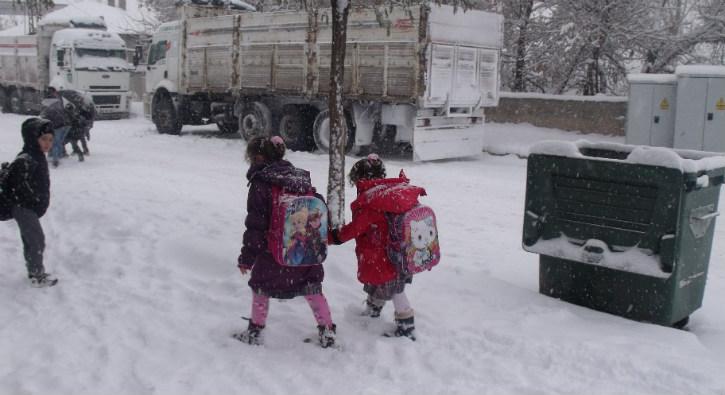 Adana'da okullar tatil mi 13 Şubat 2020? Adana Perşembe kar tatili var mı?