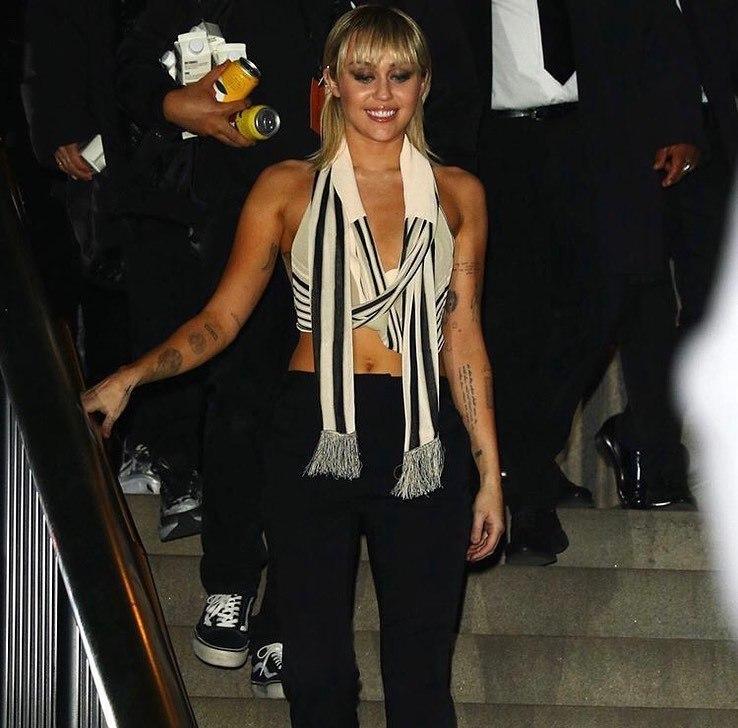 Miley Cyrus'un kıyafet şansızlığı! Hesabından kendini ele verdi