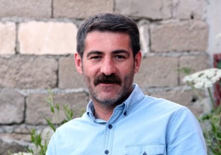 PKK'lı terörist HDP Van Milletvekili Murat Sarısaç'ın evinden çıktı