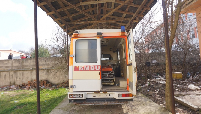 Köyde atıl durumda bulunan ambulans, kütüphane olacak