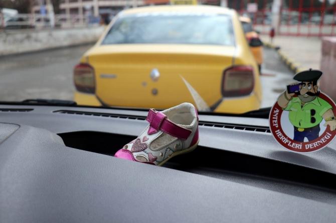 2 yıldır taksisinde unutulan ayakkabının sahibini arıyor