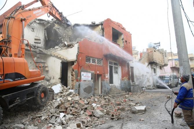 Haliliye'de metruk yapıların yıkımına başlandı