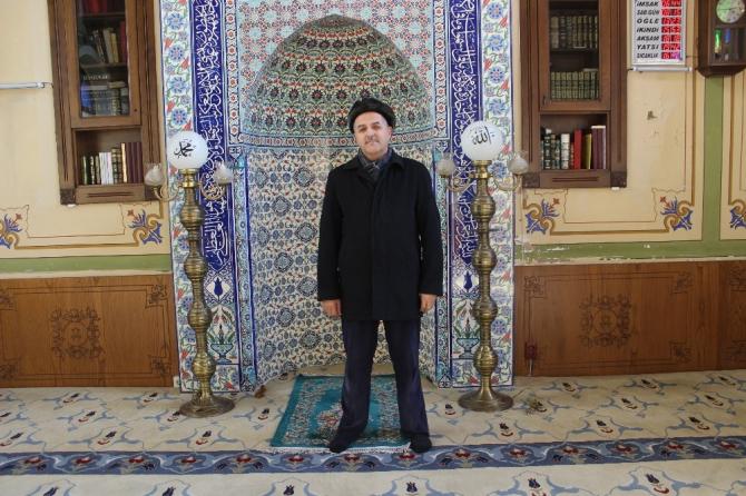 Beyoğlu'nda imam, evsizlere camiyi açtı
