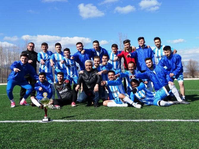 Hisarcık Belediyespor şampiyonluk kupasını aldı