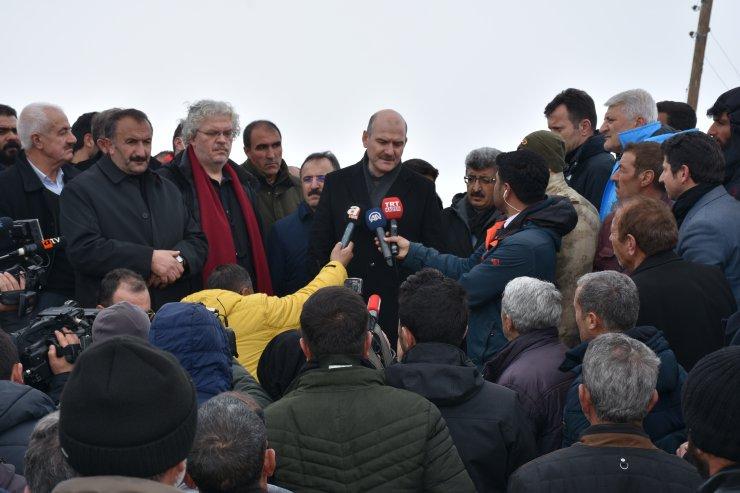 İçişleri Bakanı Süleyman Soylu, depremde hasar gören köylerde incelemelerde bulundu: