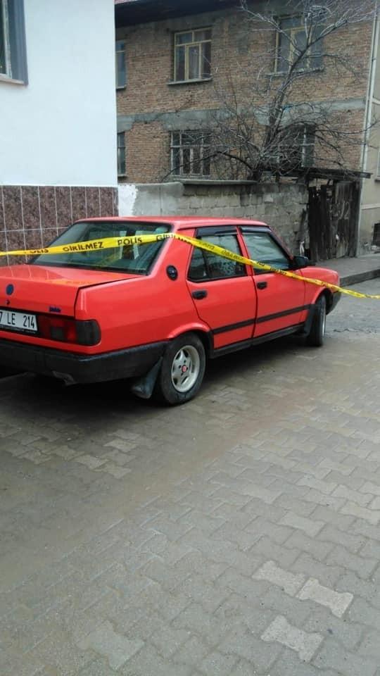 Taşköprü'de bir otomobilin teybi çalındı