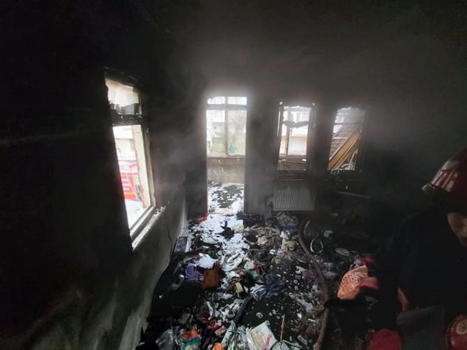Karasu'da apartmanda çıkan yangın itfaiye ekiplerince söndürüldü