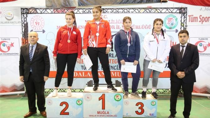 Düzceli sporcular halterde 3 madalya kazandı