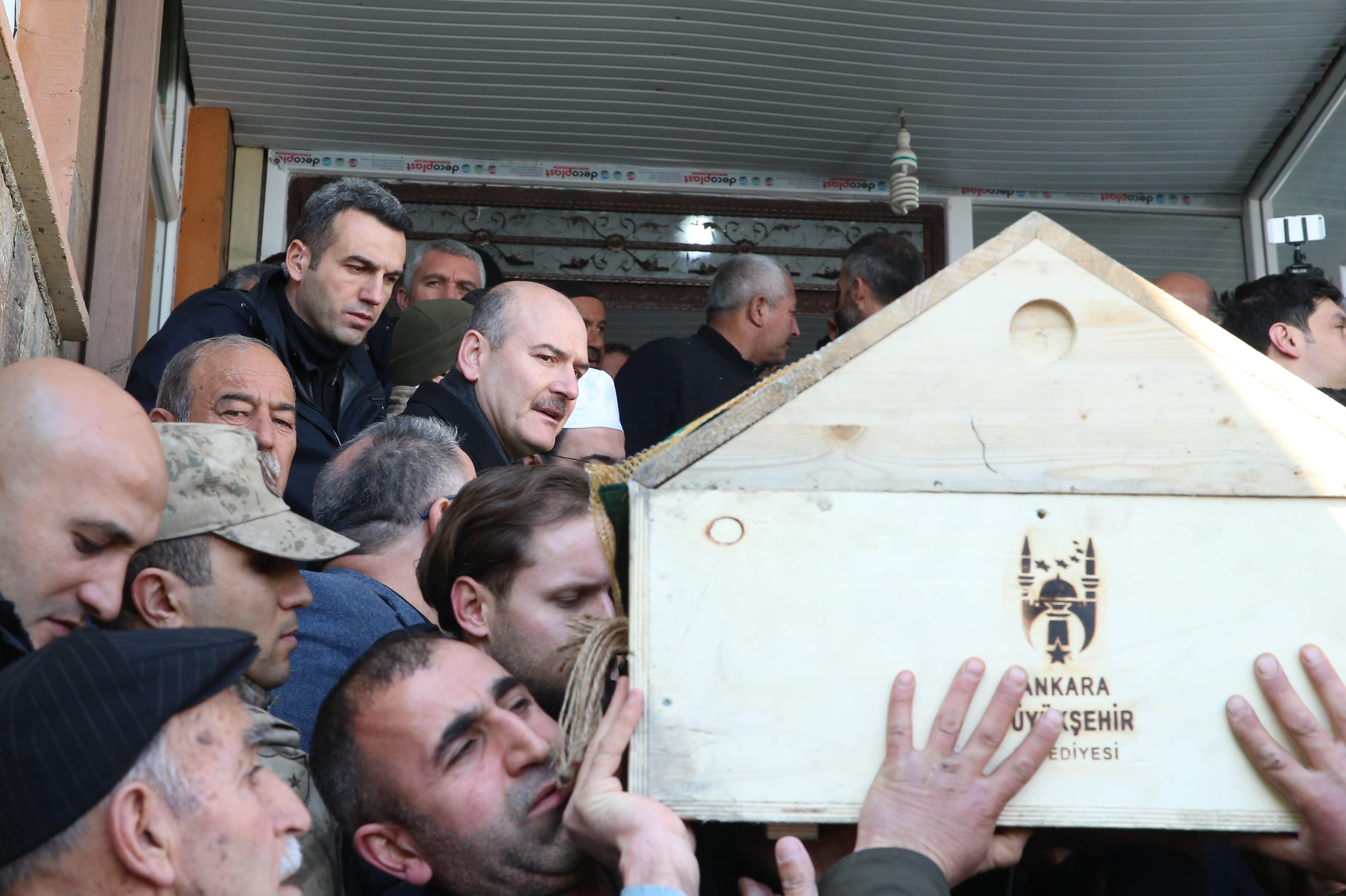 Van'da depremde hayatını kaybedenler toprağa verildi