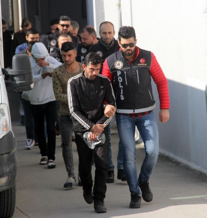 Torbacılara 3 tutuklama 5 ev hapsi