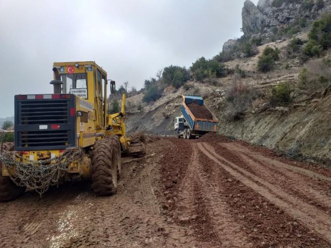 Akseki Kepez ve Hocaköy grup yolunda heyelan çalışması