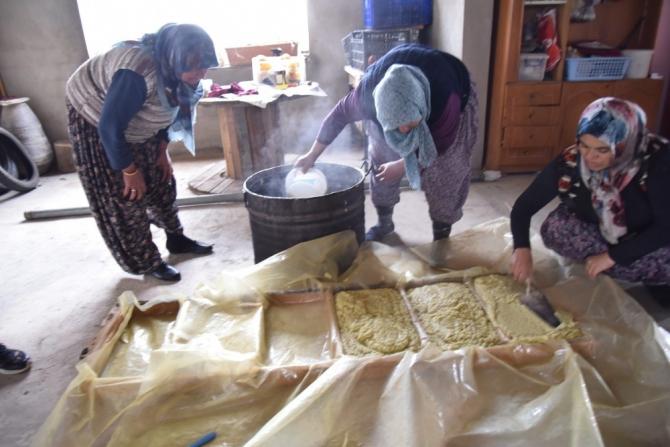 Döşemealtılı kadınlar zeytinyağı sabunu yapmayı öğrendi