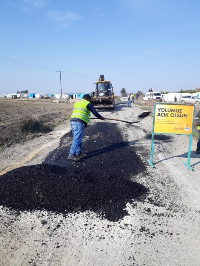 Tarsus ve Çamlıyayla'da heyelandan zarar gören yollar onarılıyor