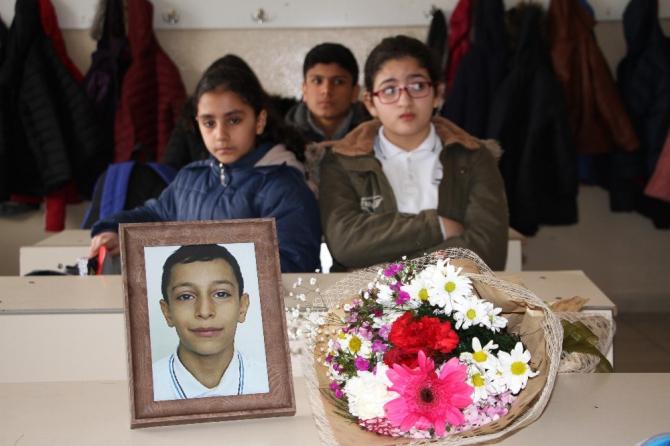 Depremde hayatını kaybeden Ömer Asaf'ın sınıf arkadaşları gözyaşını tutamadı