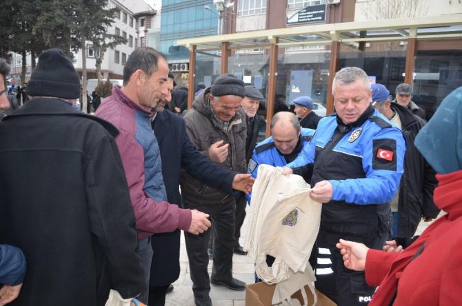Polislerden vatandaşlara bez çanta