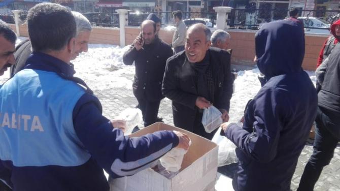 Özalp belediyesi kandil simidi ikram etti