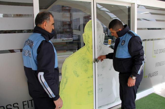 Diyarbakır'da esnaf kurallara uydu, kepenkler kapatıldı