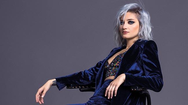 Şarkıcı Güliz Ayla'ya hadsiz soru: Striptiz videolarını...