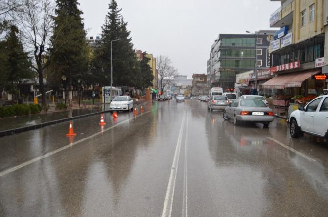 Besni'de şiddetli yağış etkili oluyor