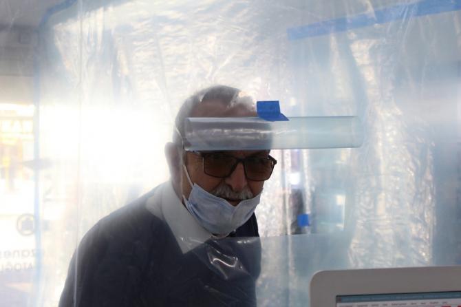 Antalya'da eczaneden ilginç korona virüs önlemi