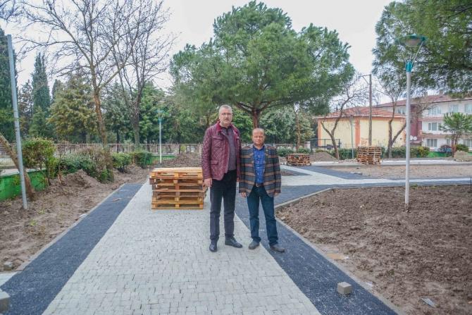 Karacabey'de park, bahçe ve refüjlerde bakım çalışmaları sürüyor