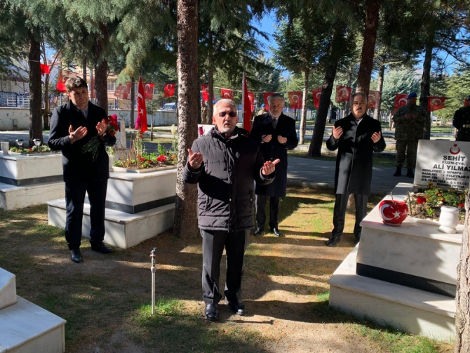 Çanakkale Zaferinin 105. yılı dolayısıyla Isparta'da tören düzenlendi
