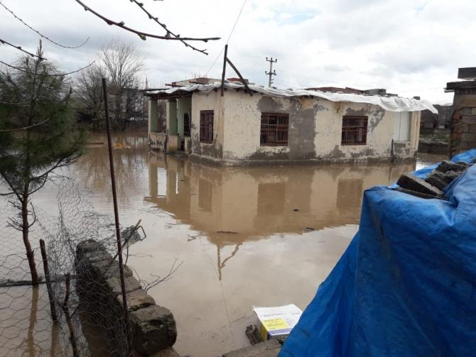 Diyarbakır'da sağanak yağış su taşkınlarına neden oldu