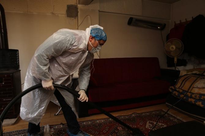 Ümraniye'de yaşlılara yönelik korona virüs temizliği