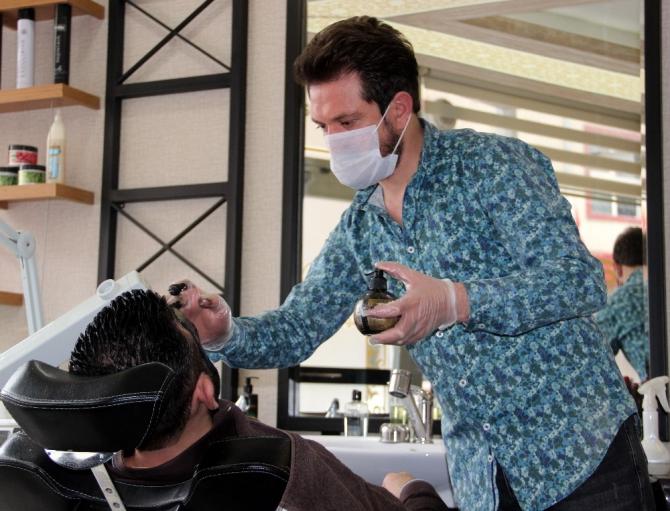Bu kuaförde maskesiz tıraş olmak yasak