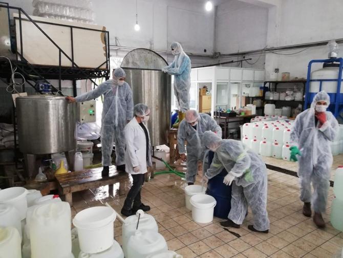 Payas Mesleki ve Teknik Anadolu Lisesi günde 10 ton dezenfektan üretiyor