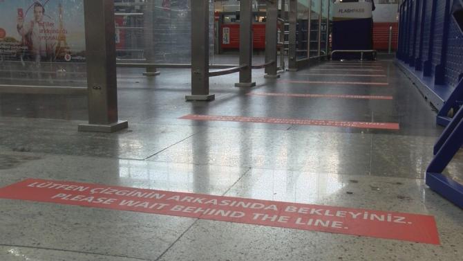 """Sabiha Gökçen Havalimanı'nda """" kırmızı çizgi"""" uygulaması"""