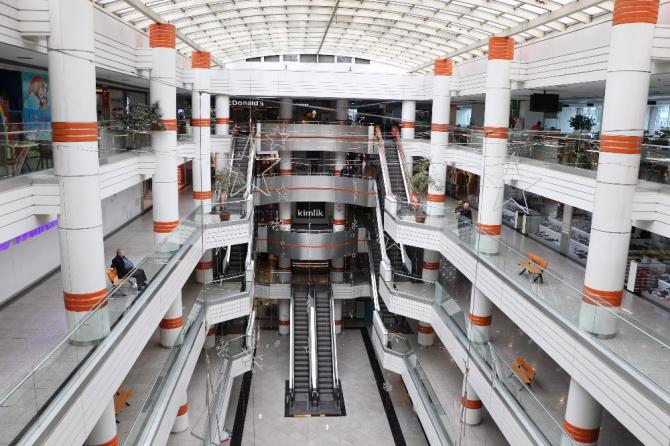 Koronadan kaçan vatandaşlar alışveriş merkezlerini terk etti