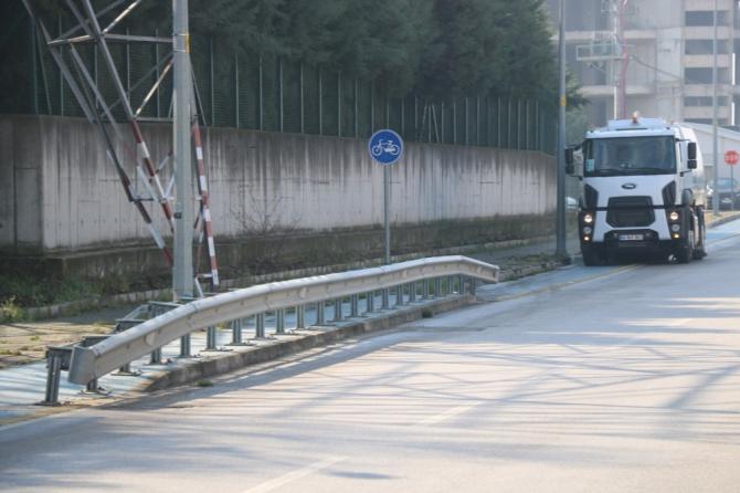 Büyükşehir, yeni süpürge araçları ile yolları temizliyor