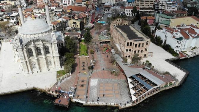 Boş kalan Ortaköy Meydanı havadan görüntülendi