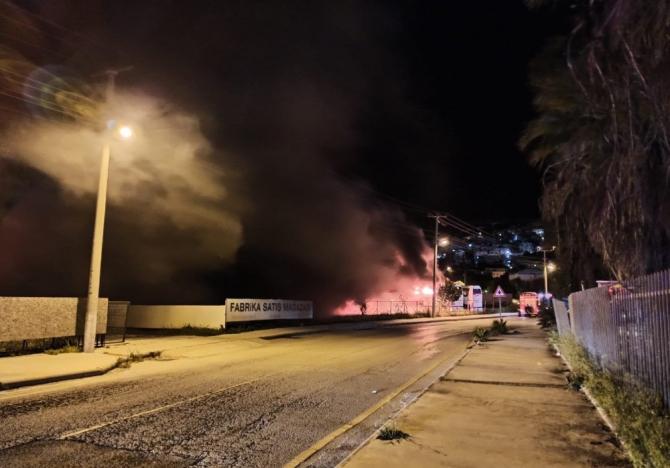Bodrum'da 2 otobüs cayır cayır yandı