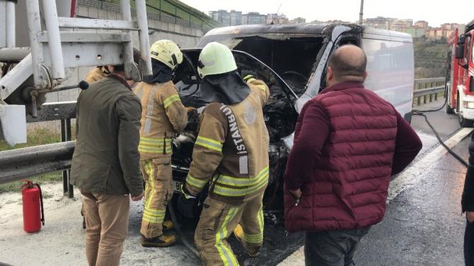 TEM Otoyolu'nda oto yangına hortumlu müdahale