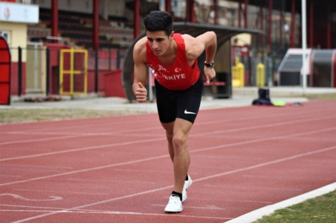 Olimpiyat barajını aşan 'en genç atlet' unvanı için koşuyor